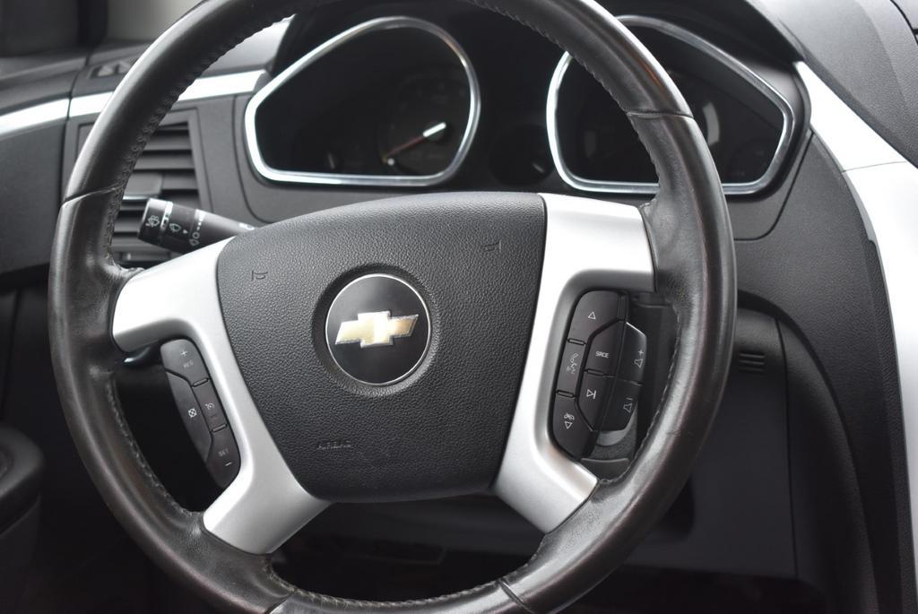 2010 Chevrolet Traverse LT photo