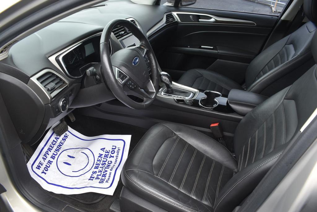 2015 Ford Fusion SE photo