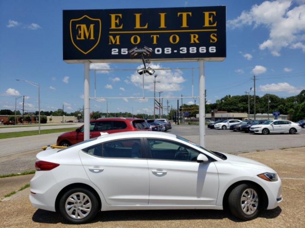 The 2017 Hyundai Elantra SE