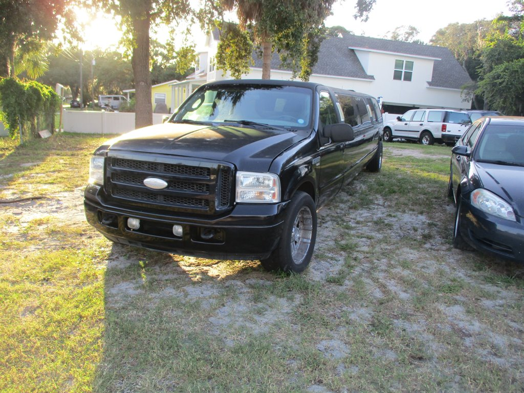 2005 Ford Excursion XLS photo