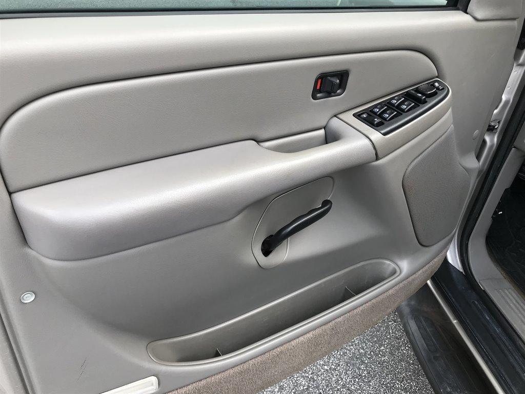 2005 Chevrolet Suburban 2500 LS photo