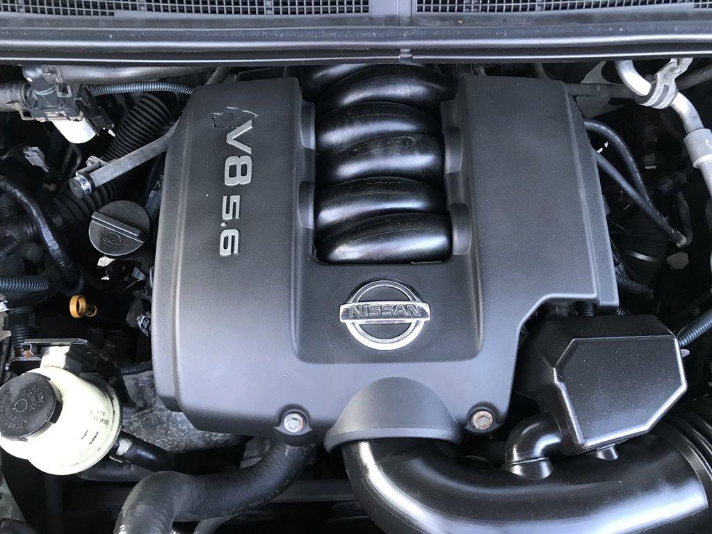 2004 Nissan Armada SE photo