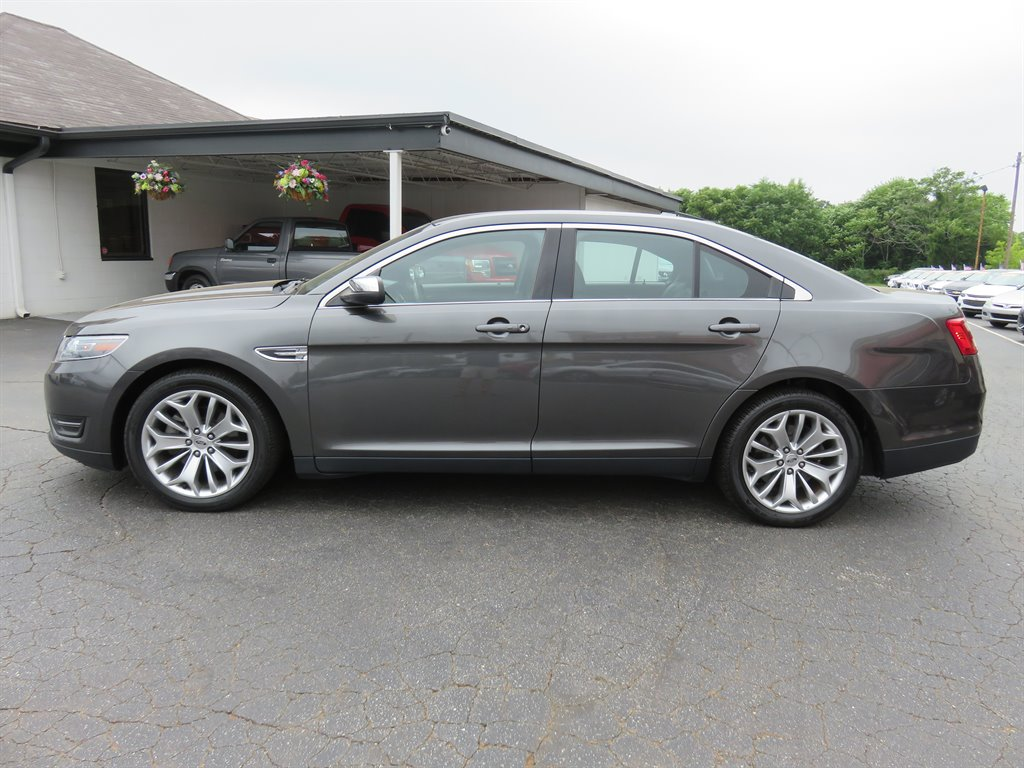 2017 Ford Taurus Limited photo