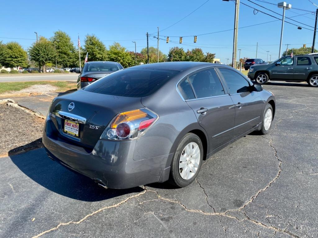 2010 Nissan Altima 2.5 photo