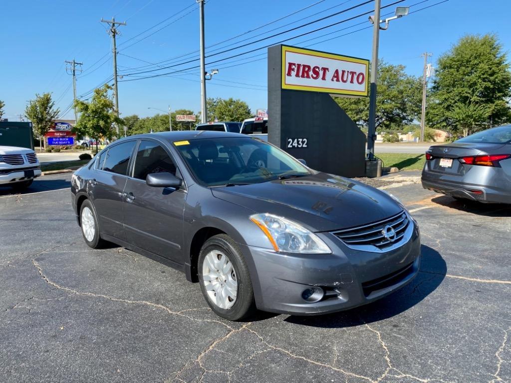 The 2010 Nissan Altima 2.5 photos