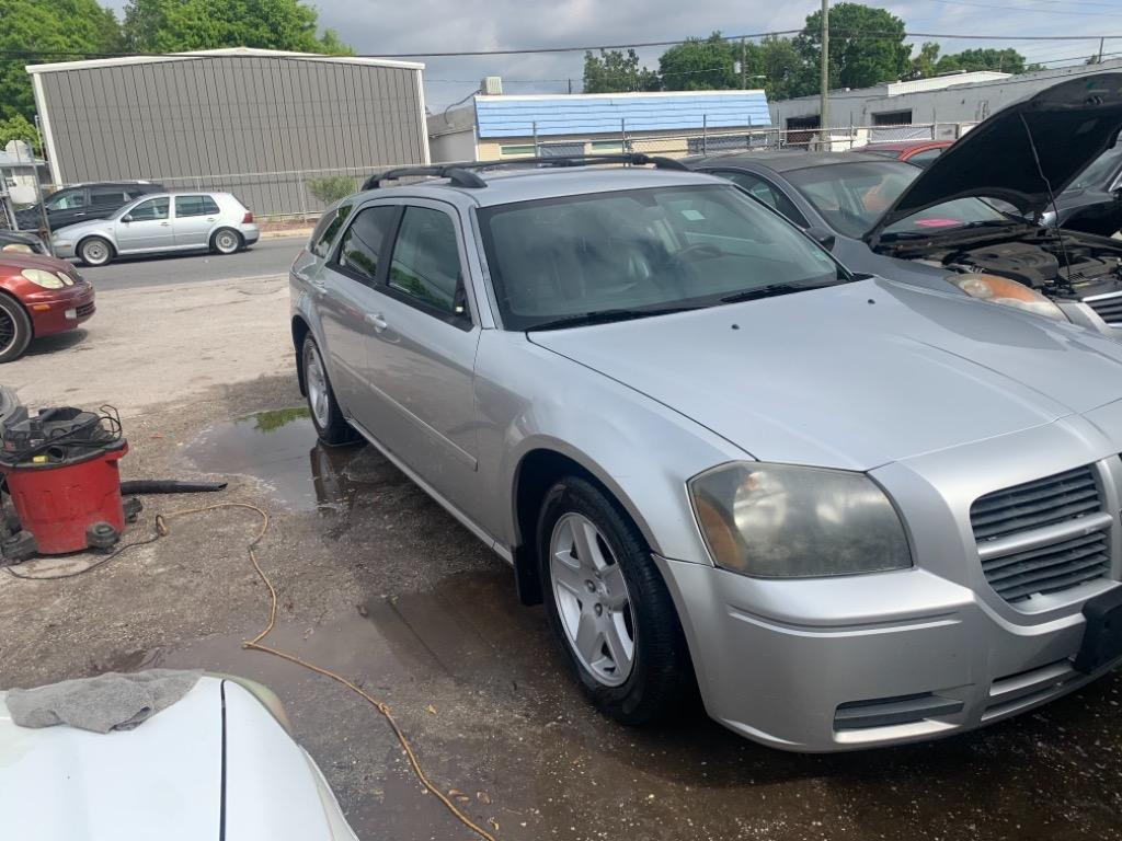 2005 Dodge Magnum SXT photo