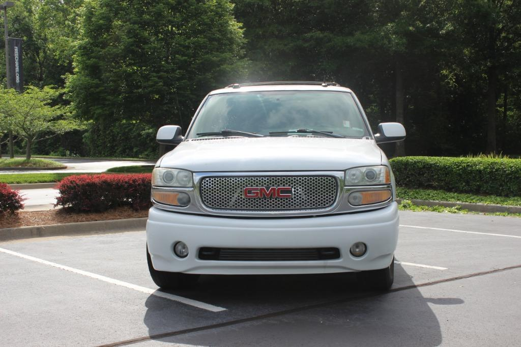 2004 GMC Yukon XL Denali photo