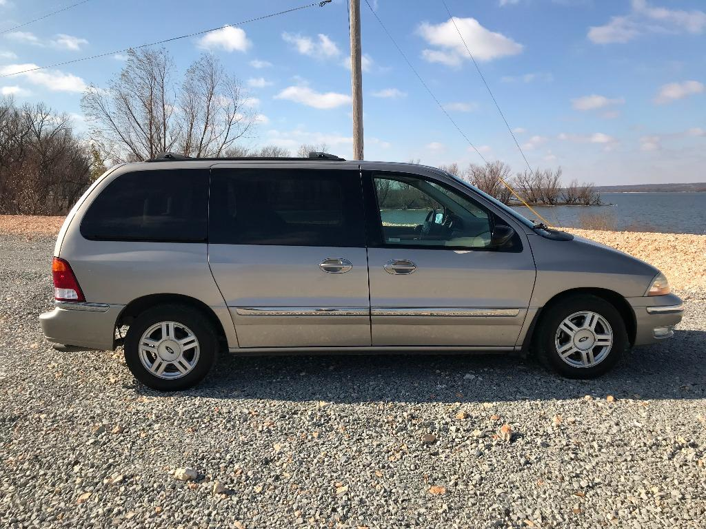 The 2003 Ford Windstar SE
