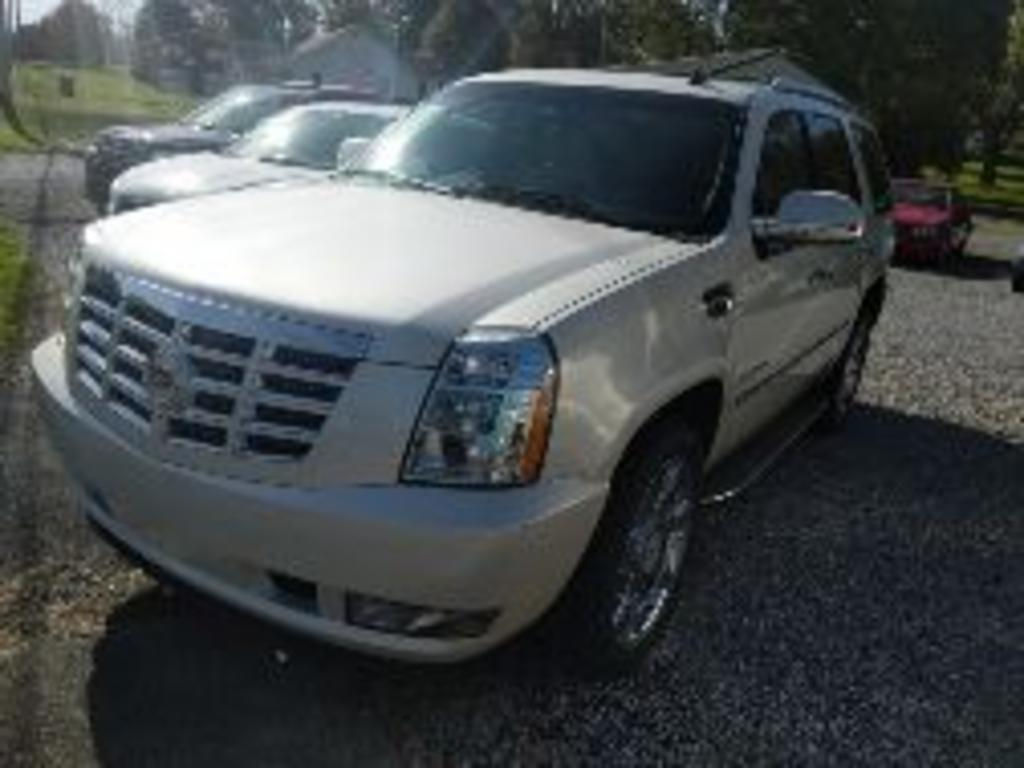 2012 Cadillac Escalade Luxury photo