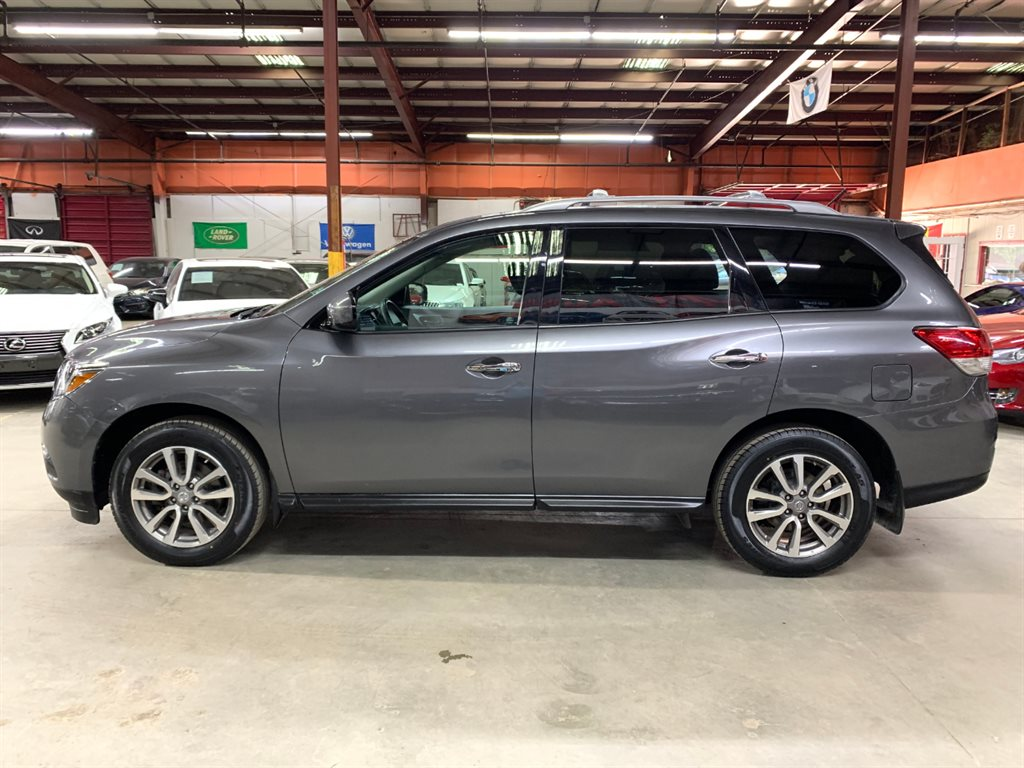 The 2015 Nissan Pathfinder S photos
