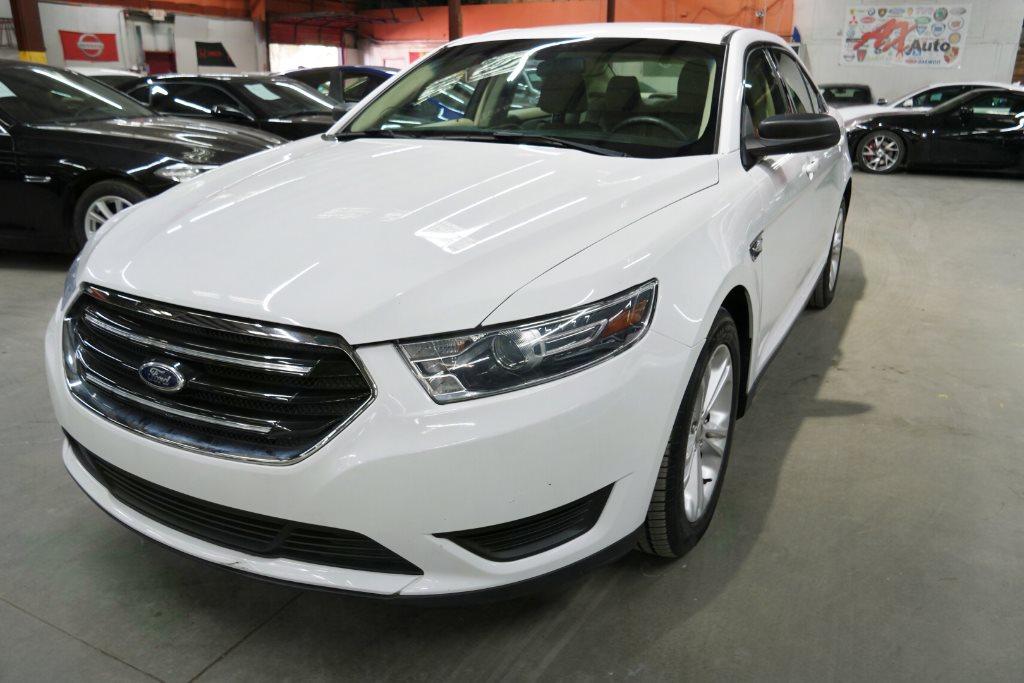 2015 Ford Taurus SE photo