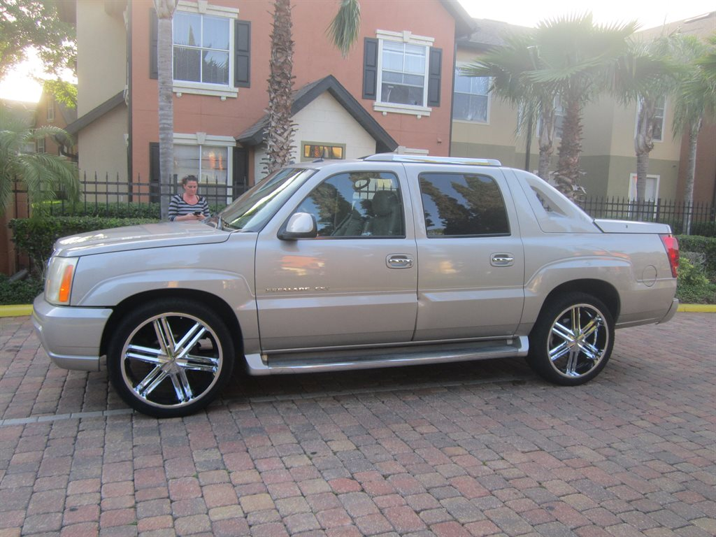 2004 Cadillac Escalade EXT photo