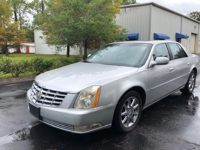 2010 Cadillac DTS Luxury Collection photo