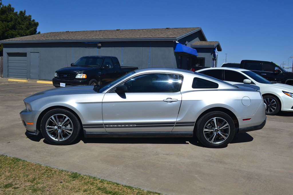 2010 Ford Mustang V6 Premium photo