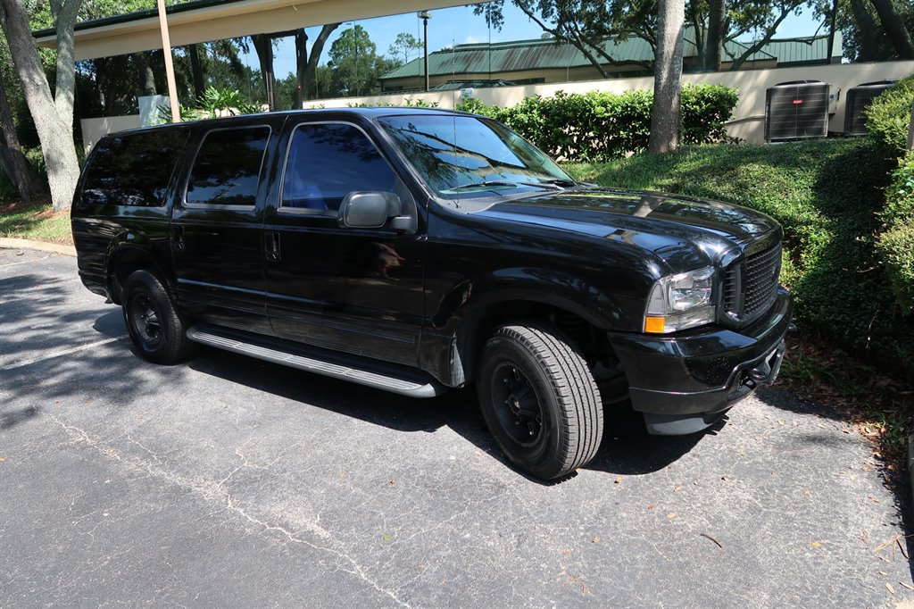 2004 Ford Excursion XLS photo