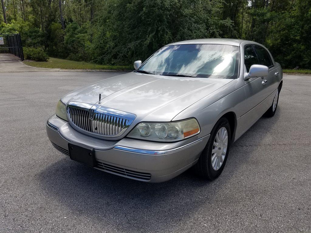 2003 Lincoln Town Car Executive photo