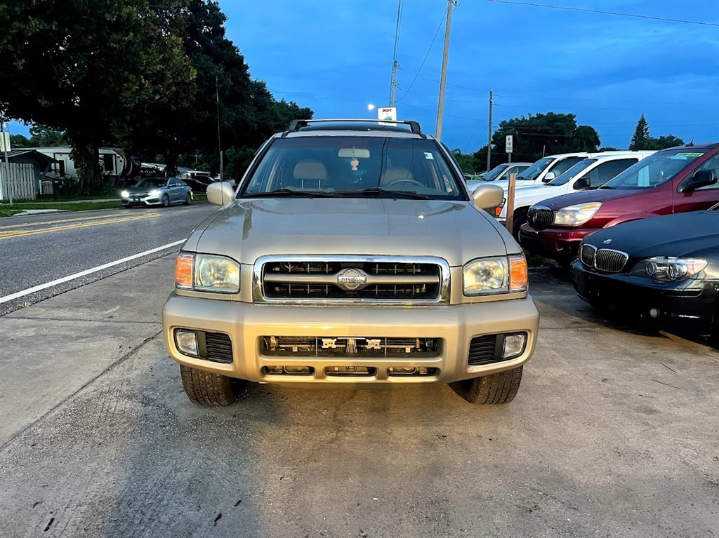 2001 Nissan Pathfinder LE photo