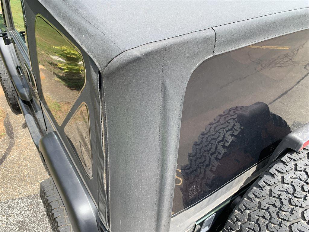1998 Jeep Wrangler Sport photo