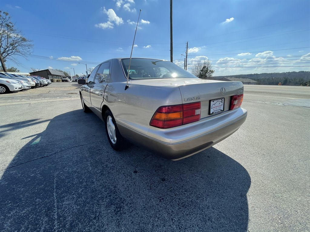 1997 Lexus LS 400 photo