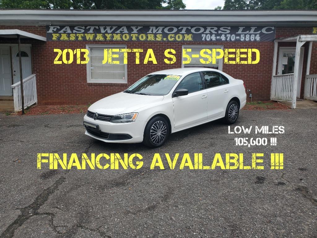 The 2013 Volkswagen Jetta photos