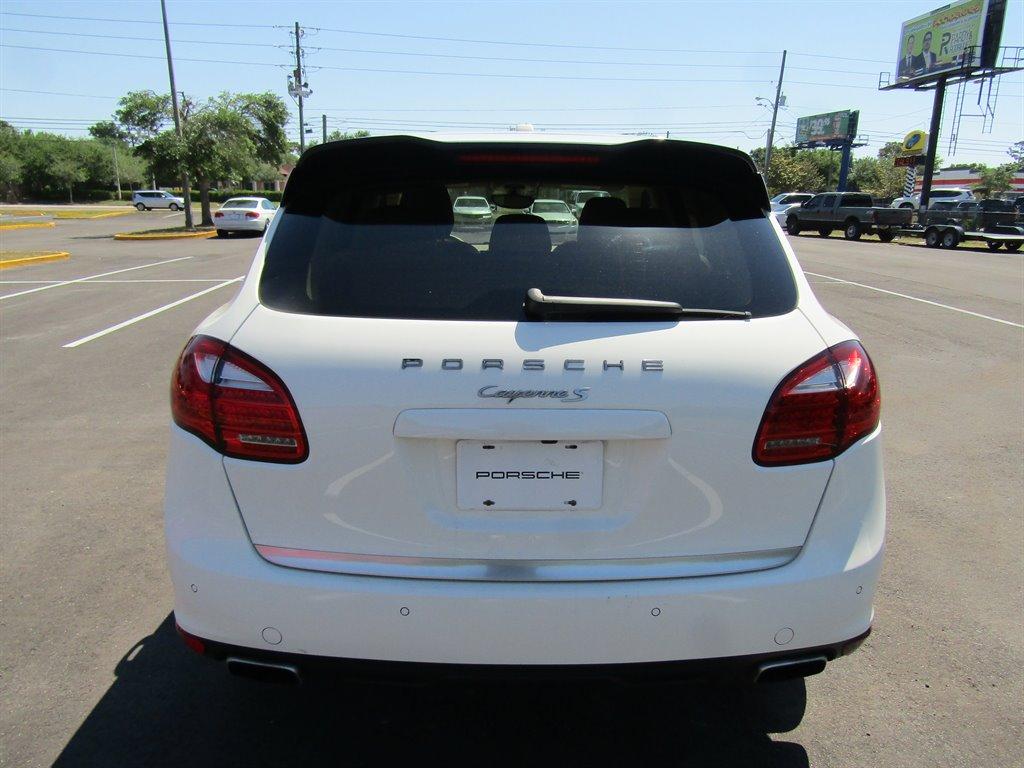 2011 Porsche Cayenne S photo