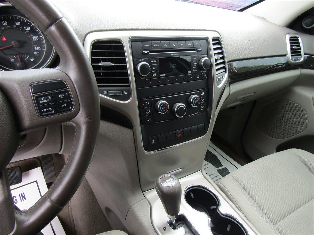 2011 Jeep Grand Cherokee Laredo photo