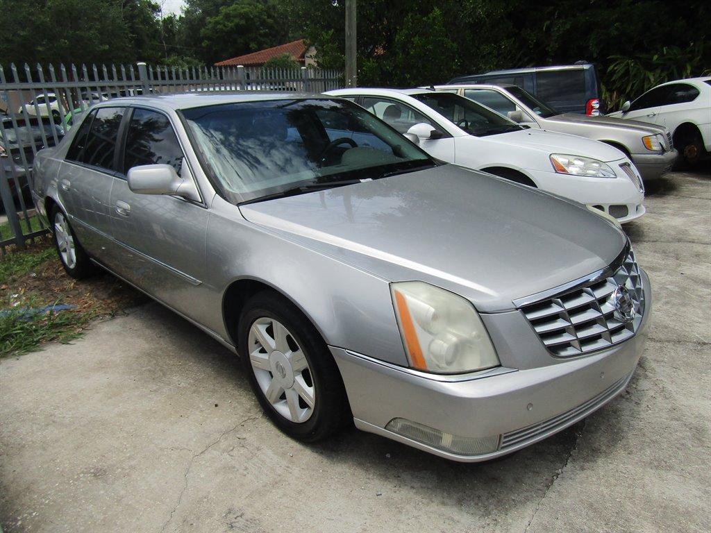 The 2006 Cadillac DTS Luxury I photos