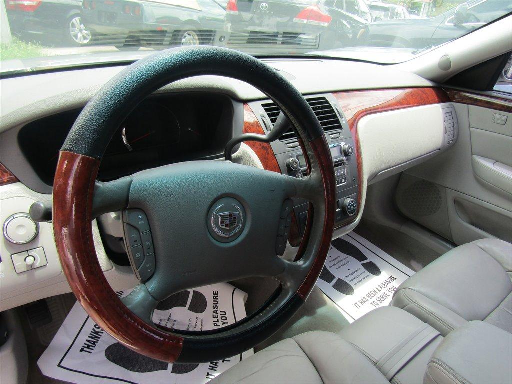2006 Cadillac DTS Luxury I photo
