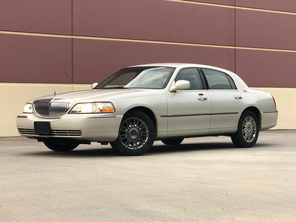2006 Lincoln Town Car Signature Limited photo