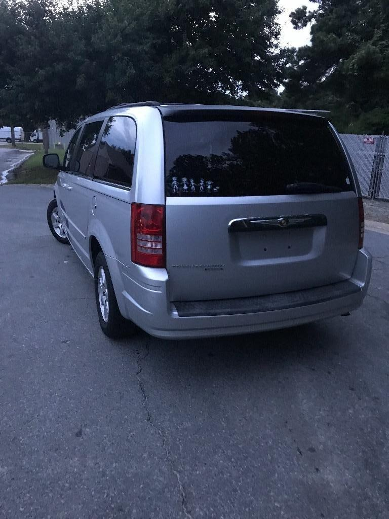 2008 Chrysler Town & Country Touring photo