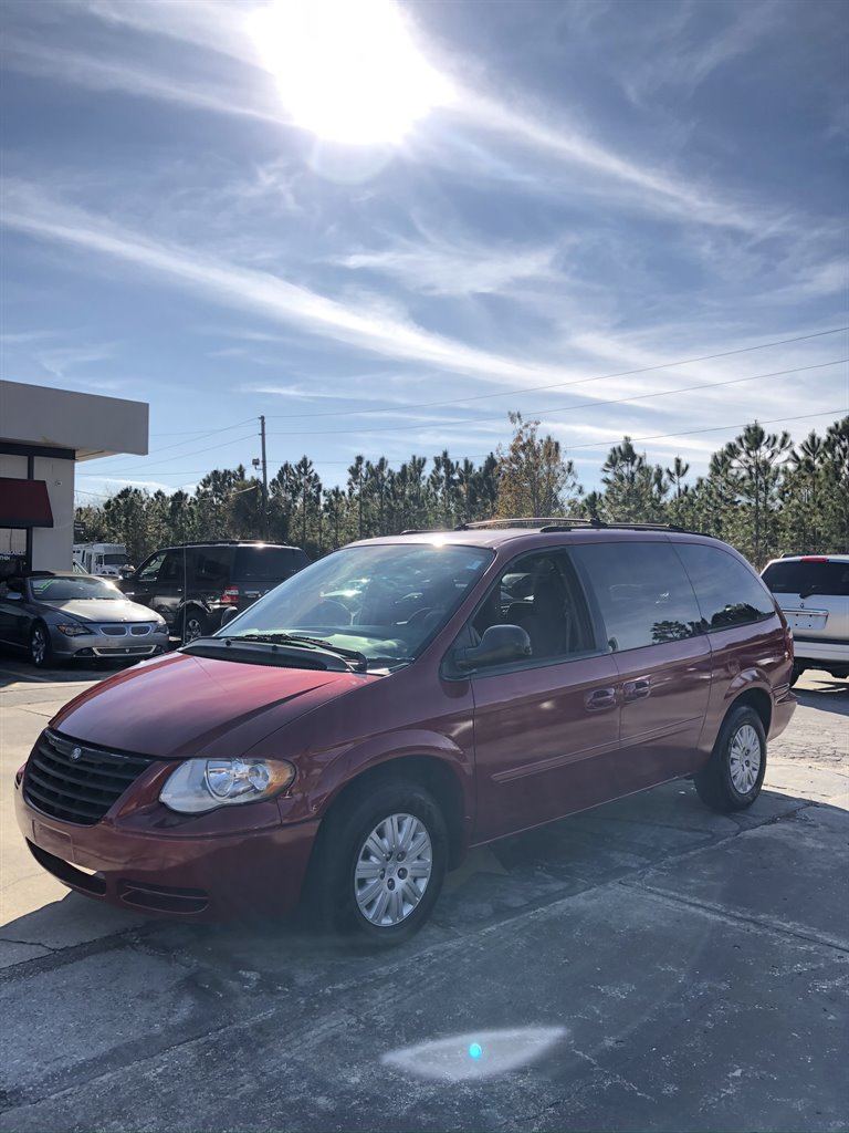 2005 Chrysler Town & Country LX photo