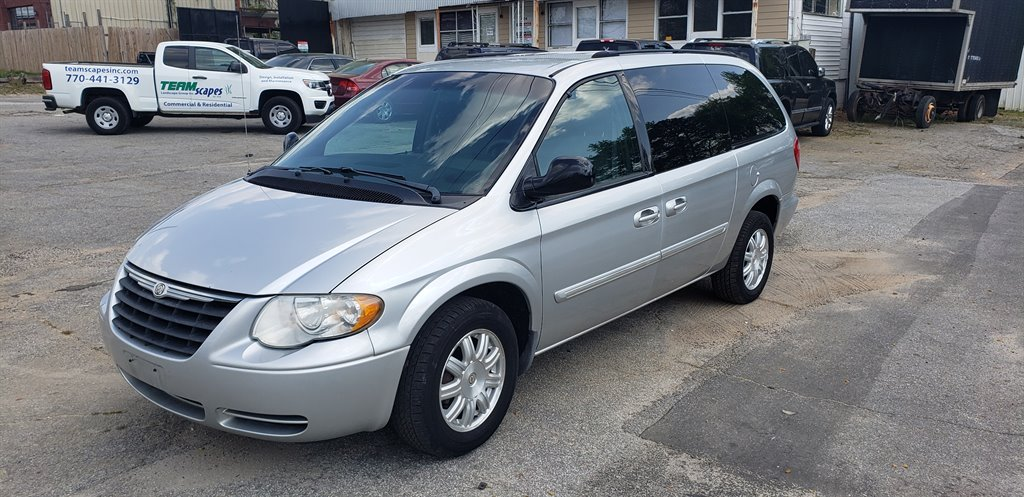 2005 Chrysler Town & Country Touring photo
