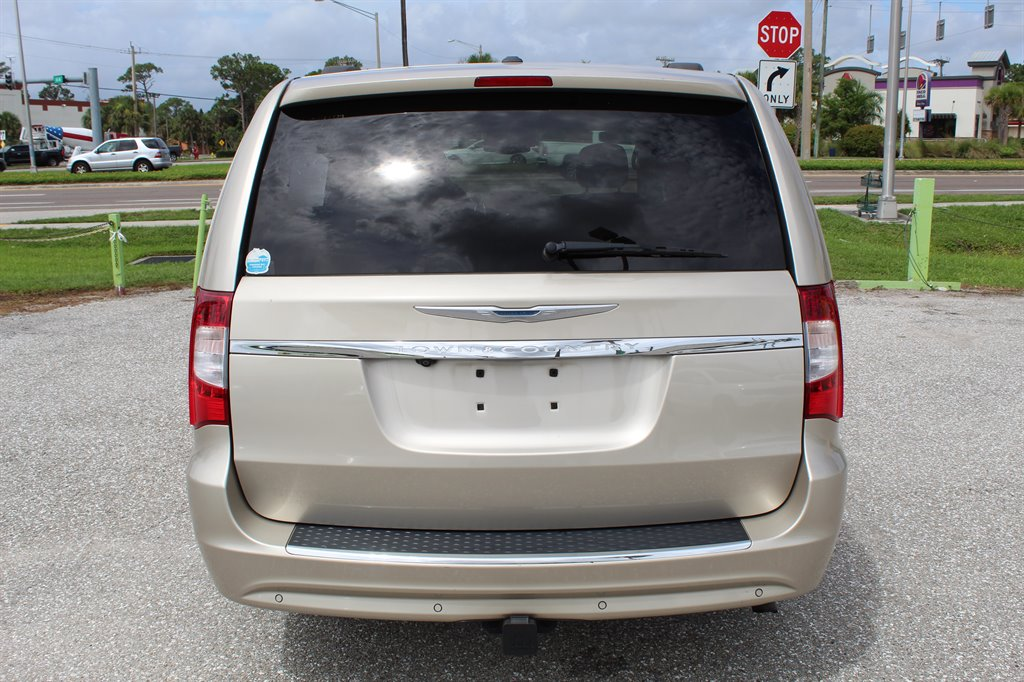 2013 Chrysler Town & Country Touring-L photo