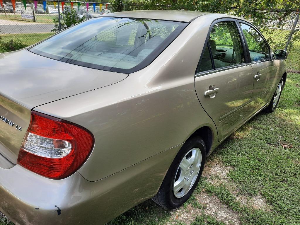 The 2002 Toyota Camry SE