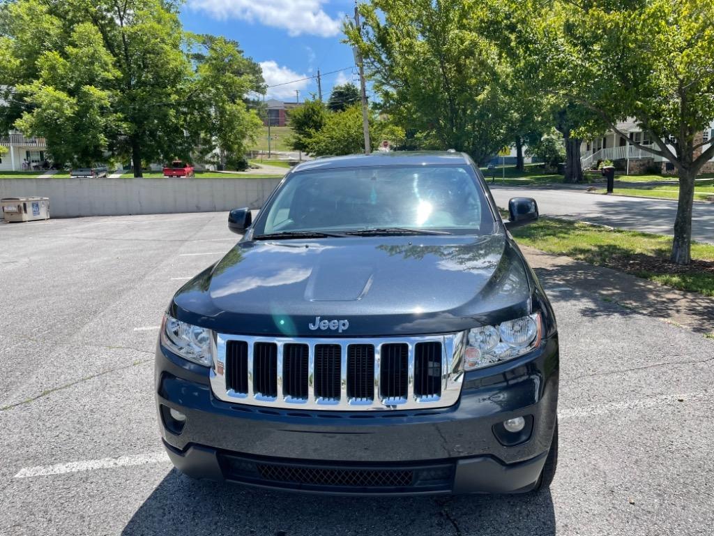 The 2013 Jeep Grand Cherokee Laredo photos
