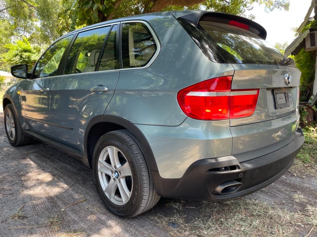2010 BMW X5 xDrive48i photo