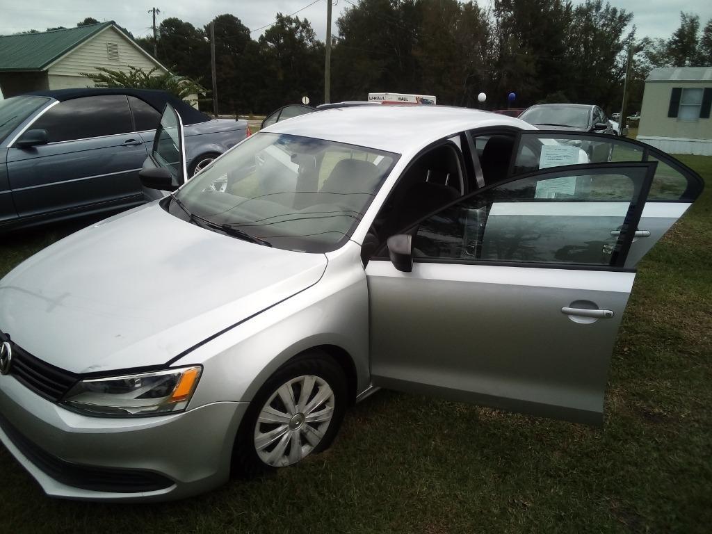 2011 Volkswagen Jetta photo