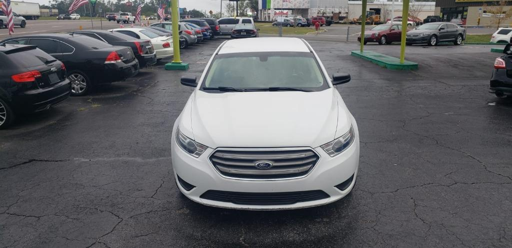 2015 Ford Taurus SE photo
