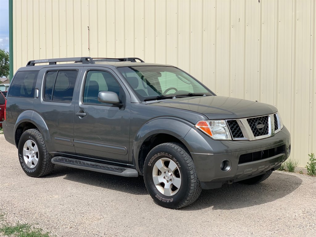 2005 Nissan Pathfinder XE photo