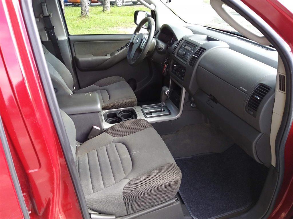 2009 Nissan Pathfinder LE photo