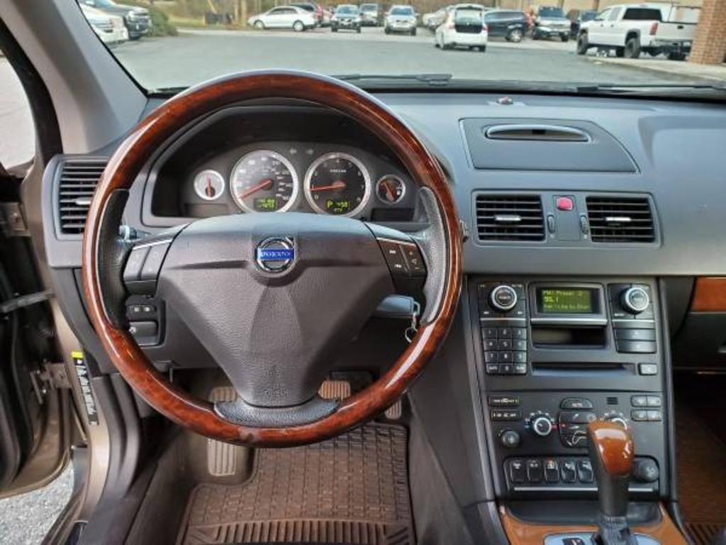 2009 Volvo XC90 V8 photo
