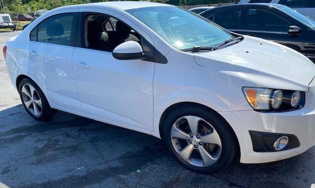 The 2013 Chevrolet Sonic LT Auto photos