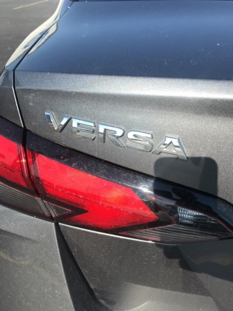 2020 Nissan Versa 1.6 S photo