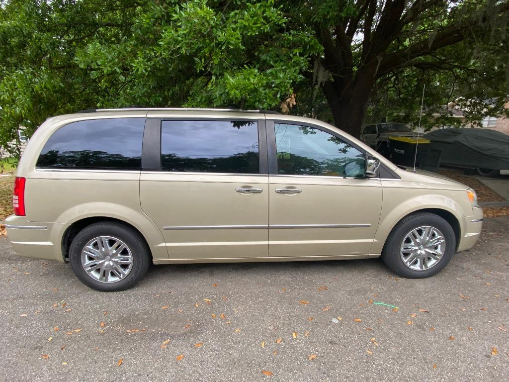 2010 Chrysler Town & Country Limited photo