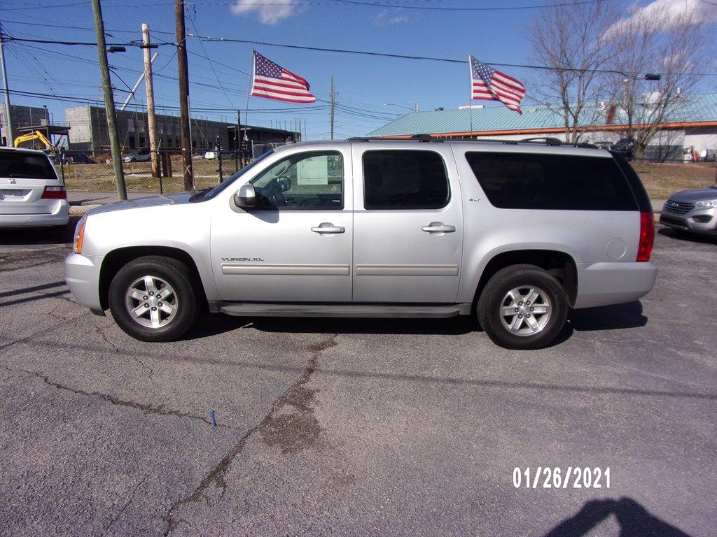 2013 GMC Yukon XL SLT 1500 photo